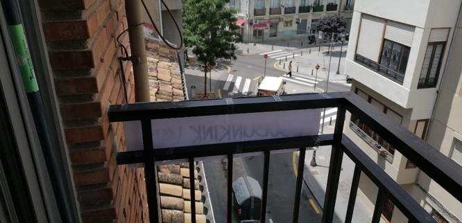 A képen épület, beltéri, asztal, ablak látható  Automatikusan generált leírás